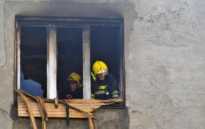 BUKTINJA SE NEMILOSRDNO ŠIRILA Izbio požar u domu za stare, poginulo 11 ljudi