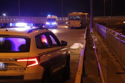 SAOBRAĆAJNA NEZGODA Automobil izletio s puta, pa udario u bankomat