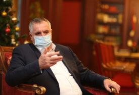 ČETIRI STAMBENA KONTEJNERA ZA KOSTAJNICU Višković obećao smještaj za sve ugrožene građane