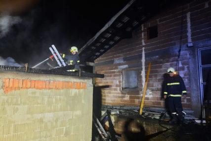 """""""GAŠENJE TRAJALO ČETIRI SATA"""" Vatra uništila kuću u Šehovićima, nema povrijeđenih"""