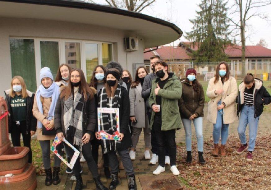 SRBAC SE PONOSI VOLONTERIMA Vrijedni omladinci uredili gradski park
