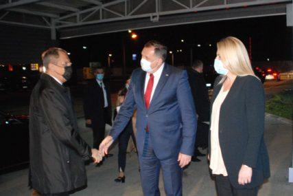 POZLAĆENI POKLON Dodik poklonio Lavrovu ikonu staru 300 godina (FOTO)