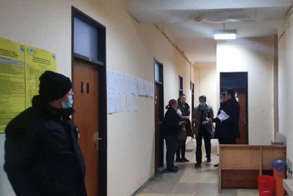 PREBROJANI GLASOVI U MOSTARU Izborni materijal u pratnji policije poslat u centralu CIK u Sarajevu