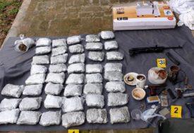 AKCIJA POLICIJE Zaplijenjeno 11 kilograma marihuane i oružje