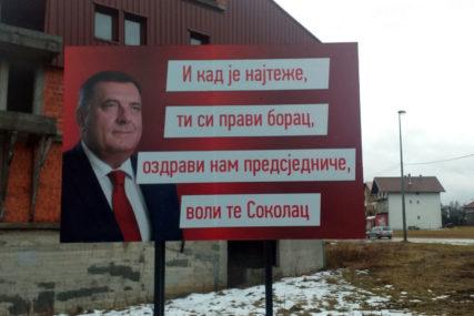 """OSVANUO NOVI PANO PODRŠKE """"Ozdravi nam predsjedniče, voli te Sokolac"""""""