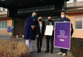 IZ ZAHVALNOSTI MEDICINARIMA Telemach Kantonalnoj bolnici Travnik donira opremu VRIJEDNU 30.000 KM (FOTO)