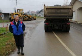 POD KOZAROM VRIJEDNI Popravka makadamskih puteva u Turjaku