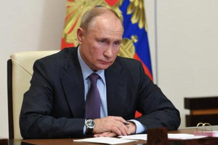 NOVINARIMA ODGOVARA IZ SVOJE REZIDENCIJE Putin se danas obraća na godišnjoj konferenciji