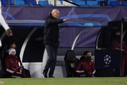 LJUT ZBOG NEDOLASKA OBEĆANIH POJAČANJA Zidan na ljeto napušta klupu Real Madrida?!
