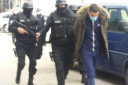"""NOVI DETALJI AKCIJE """"WOLF"""" Privedeno 12 osoba, oduzeto 65.000 paklica cigareta (FOTO)"""
