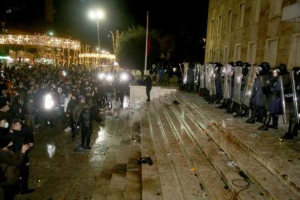 TIRANA U PLAMENU Albanija na nogama zbog ubistva mladića koji je PREKRŠIO POLICIJSKI ČAS