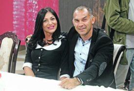 """""""BAŠ SI MAJSTOR, NEMA ŠTA"""" Albert Nađ skidao manekenku u TANGAMA, njegova supruga ODMAH REAGOVALA"""