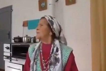 """""""TREBAM ČOVJEKA DA MI DRVA NACIJEPA, ŠTA ĆU S TOBOM!"""" Baka postala hit nakon što je odbila prosidbu (VIDEO)"""