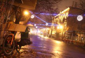 NOĆNA INSPEKCIJA Banjaluka u blještavilu čeka Novu godinu, ali jedan detalj OPOMINJE (FOTO)