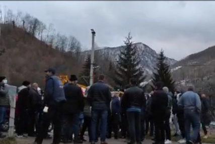 PROTEST KOD KONJICA Mještani blokirali Bradinu zbog dolaska migranata (VIDEO)