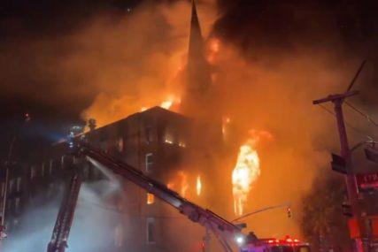 SREĆOM NIKO NIJE STRADAO Izgorjela istorijska crkva na Menhetnu (VIDEO)