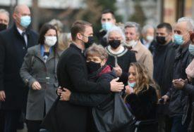 APLAUZ I ZAGRLJAJI Stanivuković na posao stigao autobusom, OVAKO su ga građani dočekali (FOTO)