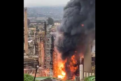 UTVRĐUJU SE UZROK  Strašna eksplozija u naftnoj rafineriji, sedam osoba povrijeđeno (VIDEO)