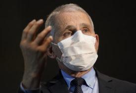 """""""NAJGORE TEK PREDSTOJI"""" Američki imunolog očekuje porast broja zaraženih zbog NOVOGODIŠNJIH PRAZNIKA"""