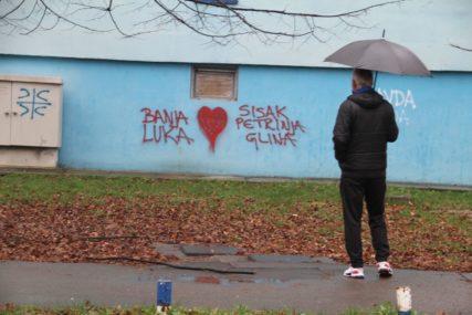 BANJALUČANI POKAZALI DA SU UZ KOMŠIJE Osvanuo grafit podrške Petrinji, Sisku i Glini (FOTO)