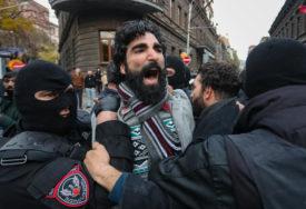 VIŠE HILJADA LJUDI U CENTRU JEREVANA Traže smjenu premijera Pašinjana zbog sporazuma o Nagorno-Karabahu