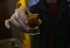 Prekršene epidemiološke mjere: Policija u kafani u Gacku zatekla 125 GOSTIJU