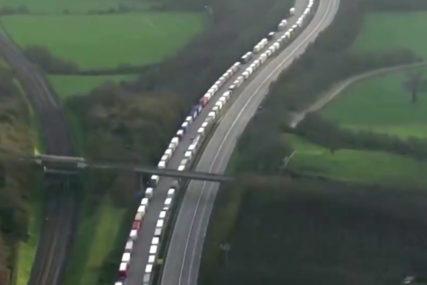 ZA BOŽIĆ ZAROBLJENI NA GRANICI Hiljade vozača kamiona zbog korone zapeli na jugu Engleske, TRAŽE POMOĆ (VIDEO)