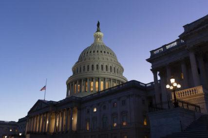 ČEKA SE TRAMPOV POTPIS Kongres usvojio paket ekonomske pomoći od 900 MILIJARDI DOLARA