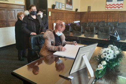 OTVORENA KNJIGA ŽALOSTI Brojni građani se opraštaju od bivšeg gradonačelnika, sutra sahrana i komemoracija (FOTO)