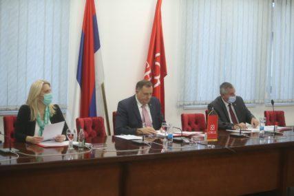 ZAVRŠENA SJEDNICA IZVRŠNOG KOMITETA SNSD Dodik: Ne pristajemo da nas MMF politički uslovljava (FOTO)