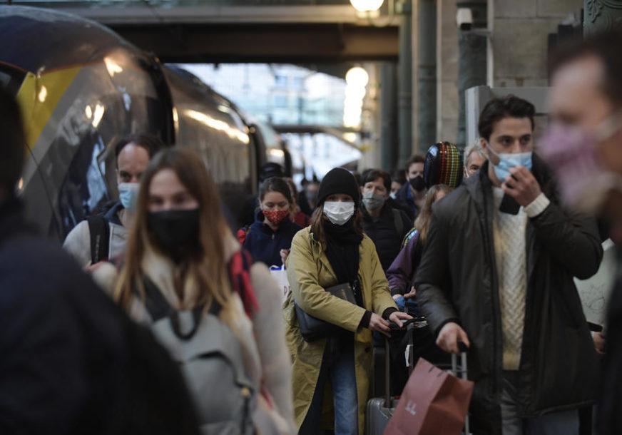 VLADA ĆE NAJAVITI NAREDNE KORAKE Hiljade ljudi na ulicama, protestuju protiv mjera restrikcije