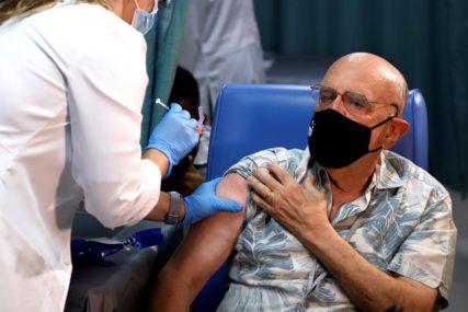 OD KORONE UMRLO 110.000 OSOBA Počela vakcinacija u domovima za stare u Americi