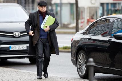 NOVI ŠEF OHR UZ USTUPKE RUSIJI Imenovanje visokog predstavnika u svjetlu protivljenja Moskve