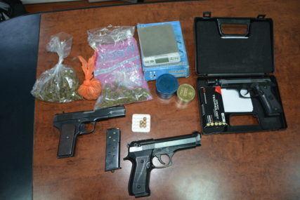 PRETRESI U PRIJEDORU Oduzeta tri pištolja i droga, TROJE UHAPŠENO