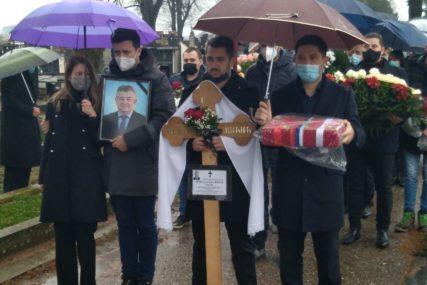 SAHRANJEN MIĆO MIĆIĆ Na vječni počinak ispraćen bivši gradonačelnik Bijeljine (FOTO)