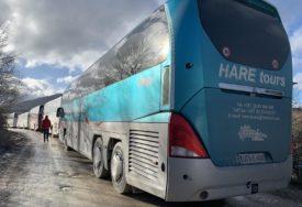 """PRAZNI AUTOBUSI NAPUŠTAJU BIHAĆ Migranti i dalje ostaju na postoru kampa """"Lipa"""", ali pod vedrim nebom"""