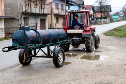 POMOĆ TRAŽE OD NOVOG GRADONAČELNIKA Mještani Donje Ljubije kod Prijedora ogorčeni zbog vode i struje