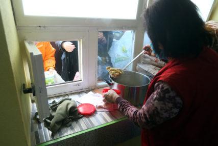 Naš kamenčić u mozaiku dobrote: Novinari Srpskainfo i EuroBlica donirali hranu za javnu kuhinju (FOTO)
