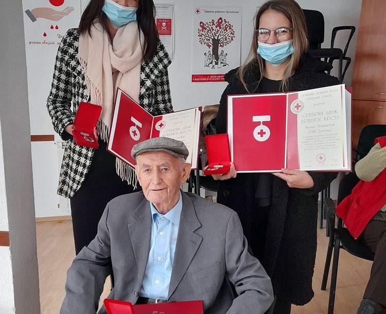 NAGRAĐENI TREBINJSKI HUMANISTI Srebrni znak Crvenog krsta za tri volontera, među njima i 90-godišnjak
