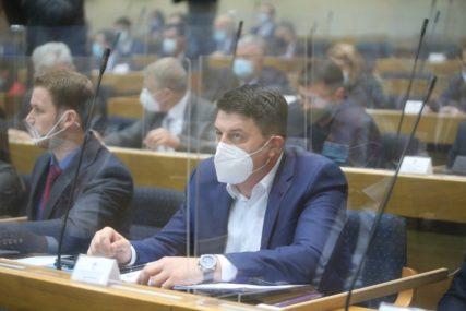 """VLAST TROŠI NA LUKSUZ"" Radović upozorava da je dug Srpske premašio šest milijardi KM i da nastavlja da raste"