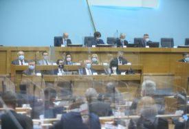 ZAKONI KAO UKRASI Domaće zakonodavstvo na skeneru poslanika