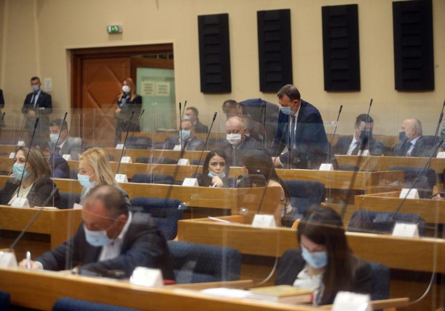 Jedan od predloženih zaključaka SNSD u NS RS: Incko da dostavi Izvještaj o progresu u implementaciji mirovnog sporazuma u BiH