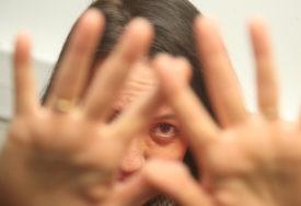 Branislav benzinom polio suprugu Milicu (33) i ZAPALIO JE, psihijatar ističe:  Optuženi svjesno laže i manipuliše