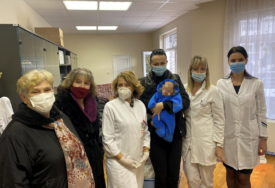 NIKOLJDANSKI PAKETIĆI ZA NAJMLAĐE Kolo srpskih sestara darovalo bebe