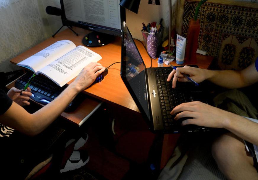 PRVI PUT OD POČETKA PANDEMIJE Švedski srednjoškolci prelaze na onlajn nastavu