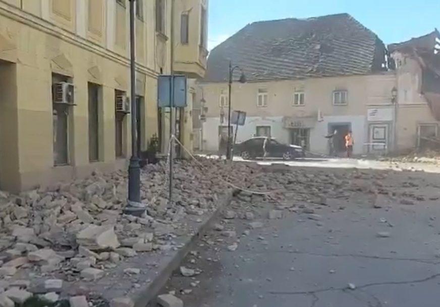 """NEVJEROVATNA SUDBINA  """"Pred sam zemljotres pas je SKOČIO NA MENE, odvukao me ka vratima i SPASAO MI ŽIVOT"""""""