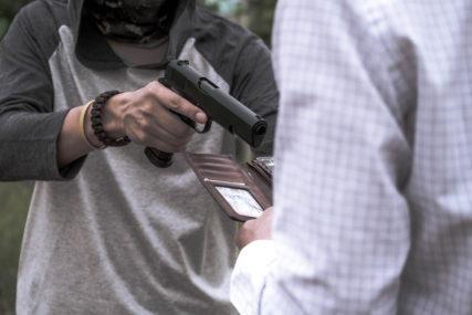 RAZBOJNIŠTVO U SARAJEVU Upao s nožem u frizerski salon, pa ukrao novac i mobilni telefon
