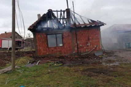 VATRENA STIHIJA PROGUTALA KUĆU Osmočlana porodica ostala bez krova nad glavom