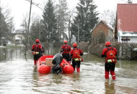 DRAMATIČNO ZBOG POPLAVA Pod vodom putevi, ugrožene kuće, a NAJGORE SE OČEKUJE DANAS