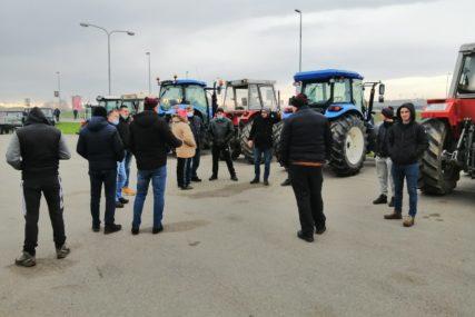 Farmeri ogorčeni: Blokada graničnih prelaza neće trajati sat ili dva